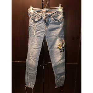 Embroidered Zara light wash jeans